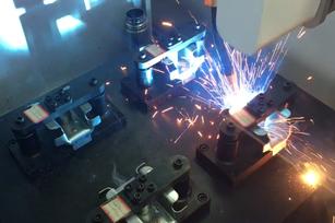 五轴自动焊接机+集成工装【客户现场使用视频】